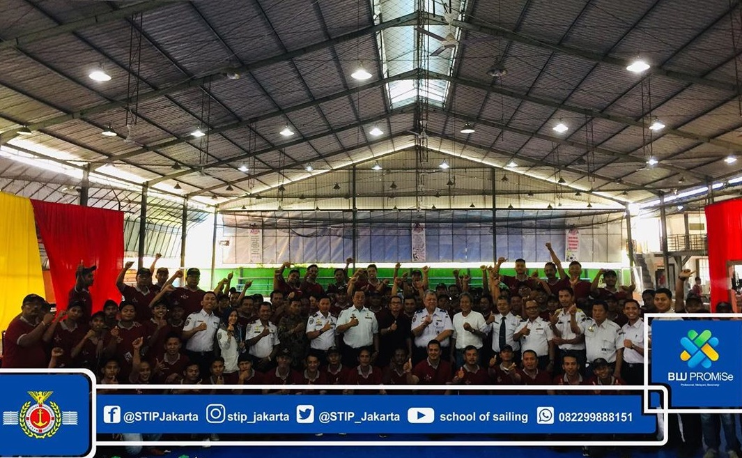 The Implementation of Education and Training is Closed Symbolically by the Assistant III of the Provincial Government of the Meranti Islands Regency