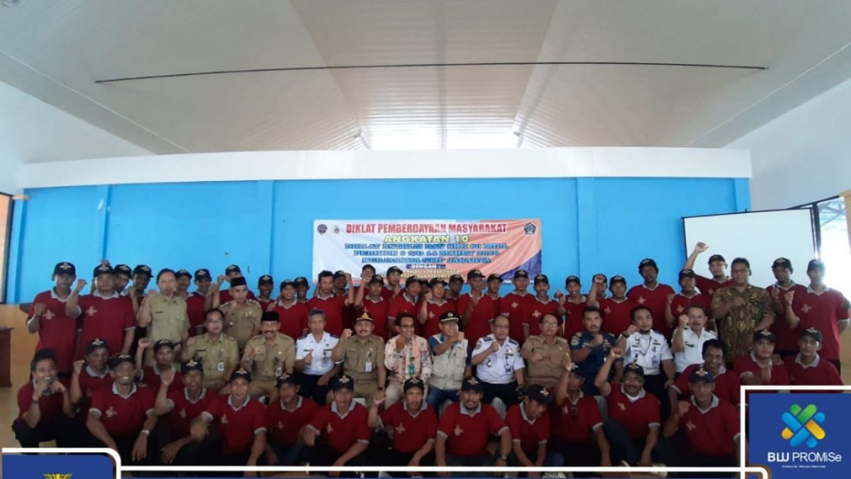 STIP Jakarta Carried Out DPM BST KLM and SKK 60 Miles for 240 Fishermen in the Blitar District Region