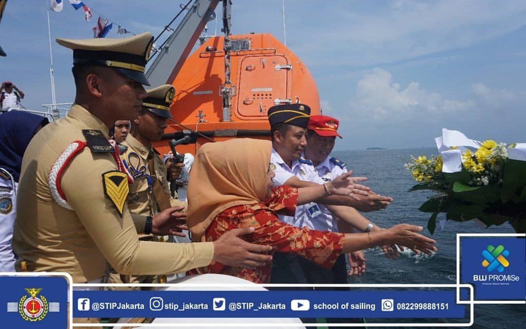 In Honor to Heroes' Services, 40 Prospective Graduates of STIP Jakarta Batch 58 (2nd Period) Conducted Flower Sowing at Sea