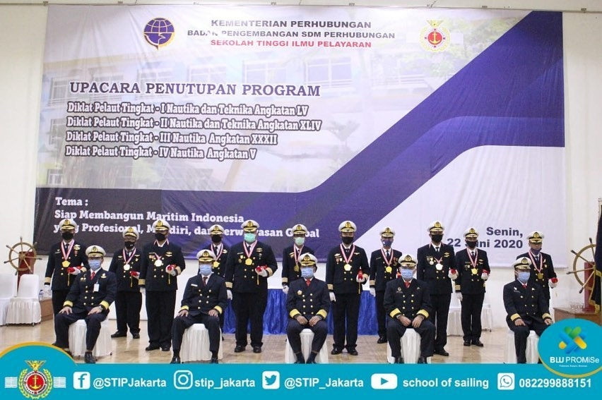 Graduation: The Principal of STIP Jakarta appointed The Representatives of Seafarers Training Program Class I, II, III and IV